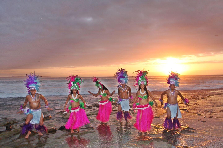 Tropical Island Dancer beach group pic